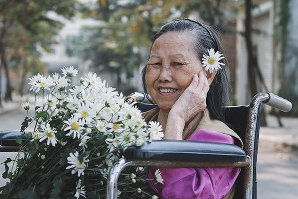 Bà Nguyễn Thị Nguyệt (78 tuổi) là một nhân vật khá nổi tiếng tại trung tâm khi vừa giành danh hiệu Hoa hậu quý bà Diên Hồng năm 2017.
