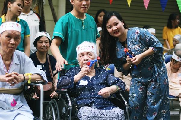 Cụ Đính dù đã 94 tuổi nhưng còn rất minh mẫn